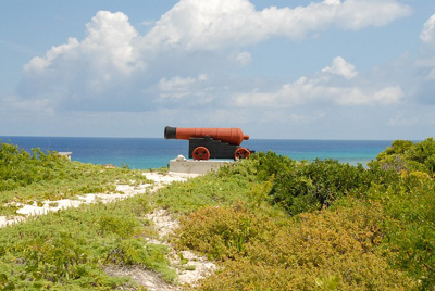 Salt Cay Ft Pleasant 18 Century cannon on Little Bluff lookout  -© 2007 Don Wiss donwiss.com. All rights reserved.